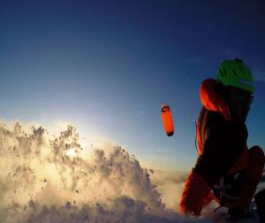 Sundown im Powder mit dem SubzeroV1 von Ozonekites. Auf dem Bild sieht man den Kite in der Ultralightversion.t besonders g