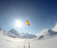 Das Bild ist am Pass vom Col du Lautaret entstanden. Es zeigt den SubzeroV1 von Ozonekites