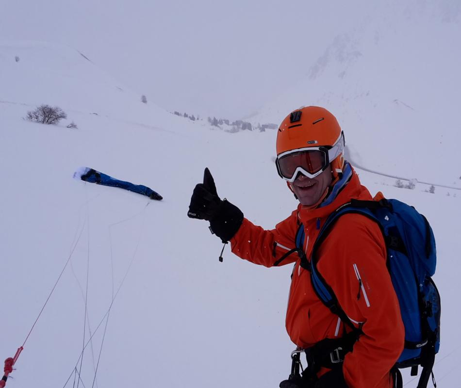 Trotz Nebel und Schneefall sind wir mit unserem SubzeroV1 von Ozoenkites am Col du Lautaret gekitet.