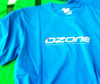 Die farbe grün und blau leucten bei den neuen Shirts von Ozonekites.