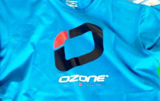 Die frischen Shirts von Ozonekites gibts es bei Snowkite-Odenwald zum Anprobieren.