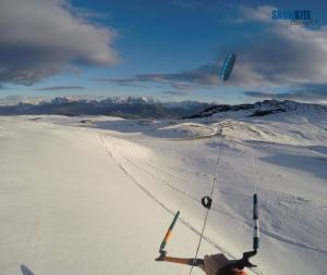 Mit der Peak4 von Flysurferkiteboarding und Snowkite odenwald am Ritten mit Blick Richtung Dolomiten