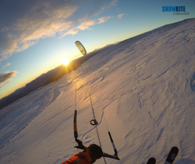 Mit der Peak4 von Flysurferkiteboarding und Snowkite odenwald am Ritten mit Blick Richtung Süden am Ritten oberhalb von Bozen bei einem wunderschönen Sonnenuntergang
