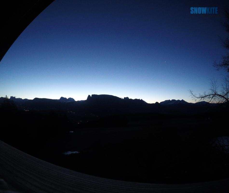 Sonnenaufgang mit der Peak4 von Flysurferkiteboarding und Snowkite odenwald