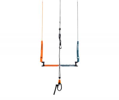 Die neue Infinity Control Bar in der Farbe orange von Flysurfer eignet sich zum Kitesurfen, Landkiting, Kitelandboarding und Snowkiting.